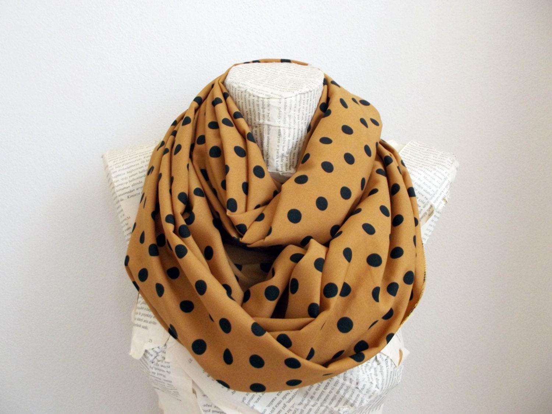 foulard jaune moutarde pois noir charpe automne couleur. Black Bedroom Furniture Sets. Home Design Ideas
