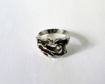 "Vintage Hammered Silvertone Abstract Brutalist ""Rope"" Ring"