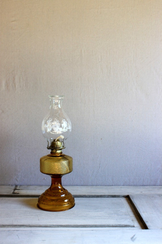 vintage oil lamp amber glass clear chimney with dancers eagle. Black Bedroom Furniture Sets. Home Design Ideas