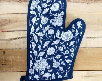 "Indigo glove, quilted oven mitt, floral print, dark blue, kitchen accessory, 100% cotton, size 8""X13"""