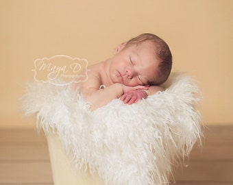 Curly Ivory Sheep Faux Fur, Newborn Baby Photo Prop, Flokati Look, Faux Sheep Fur, Luxury Photo Prop,