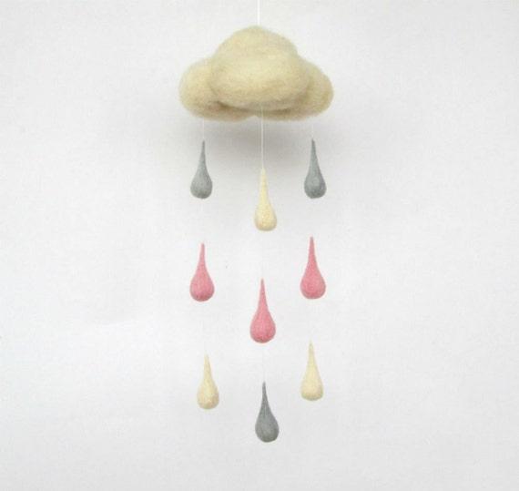 Pastell regentropfen mobile baby krippe mobile filz von nedaart