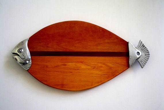 Fish cutting board wooden fish cutting board by globalfindings for Fish cutting board