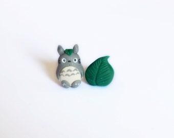Totoro and leaf stud or magnetic earrings. Totoro jewelry. My Neighbor Totoro jewelry. Studio Ghibli earrings. Totoro earrings.