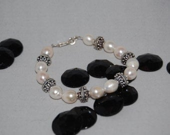 "Freshwater Pearl and Bali Bead Bracelet (8"")"