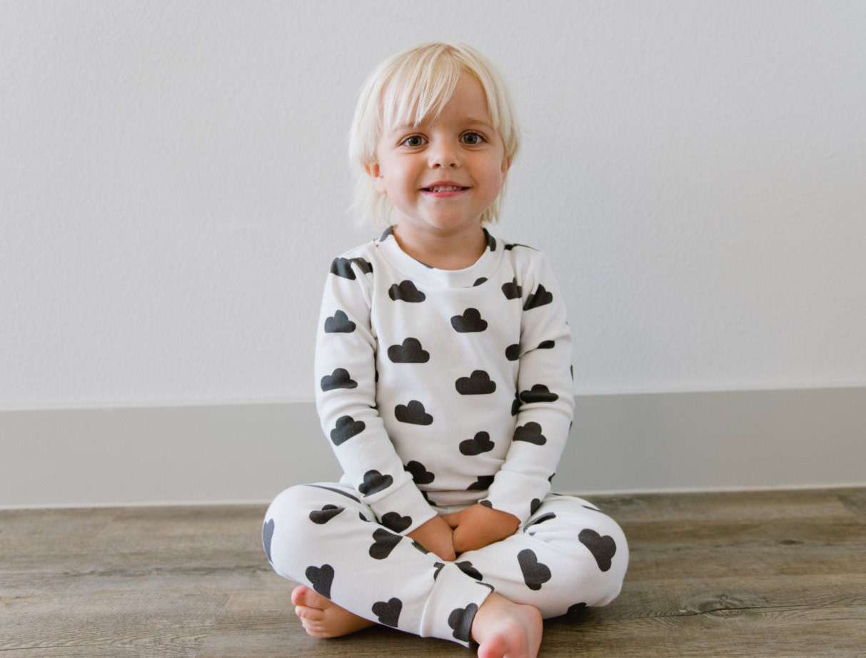 Three sets of gripper-foot pajamas featuring fun patterns and appliques Simple Joys by Carter's Boys' 3-Pack Snug Fit Footless Cotton Pajamas by Simple Joys by Carter's.