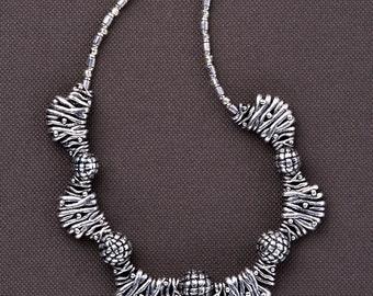 Sophisticated CONTEMPORARY SILVER sculptural collar: