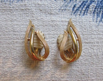 Vintage Sarah Coventry gold-tone wing-shaped clip-on earrings