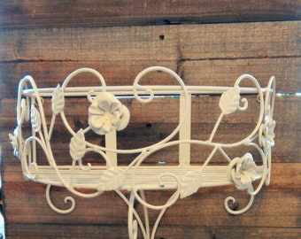 Reclaimed wooden Shabby Chic Self