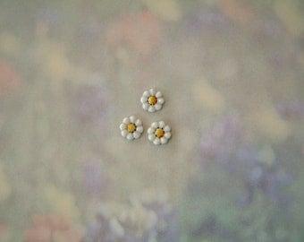 Tiny Daisy button 3 pc.