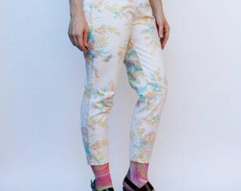 "Vintage 80's high waist floral print jeans, tapered leg, zipper fly, Bon Jour brand - Small / 26"" waist"