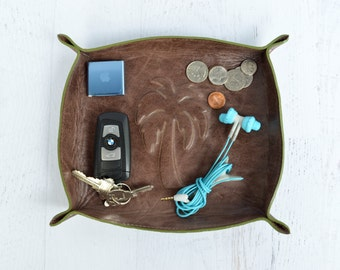 palm tree leather tray / catch all / home decor / dresser organizer / valet tray / beach / tropical / summer / jewelry bowl