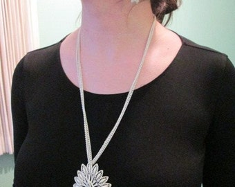 Vintage Accessories Monet White Enamel Pendant Necklace Costume Jewelry Accessories