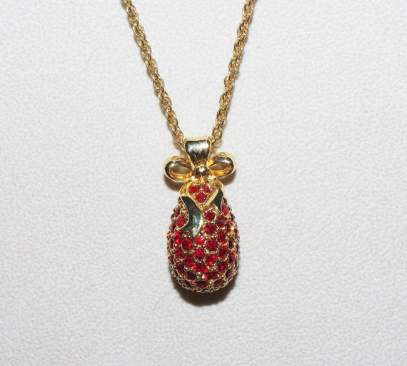 Joan rivers egg necklace with red crystals s1224 for Joan rivers jewelry necklaces