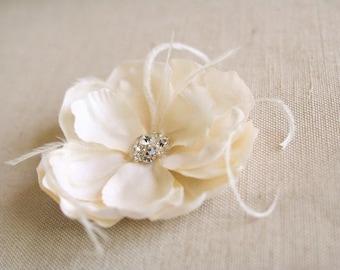 Ivory Champagne Bridal Hair Flower, Vintage Wedding Flower Clip, Bridal Magnolia Hairpiece, Champagne Fascinator, Feathers, Bridal Flower