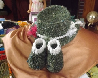 Crochet infant fishing hat and booties set