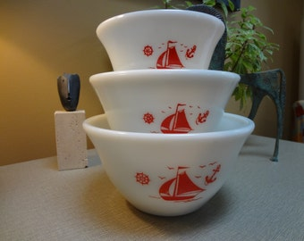 Vintage McKee Red Sailboat Nesting Bowls - Set of 3