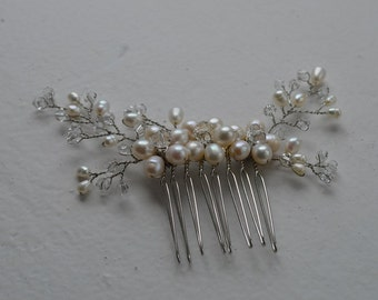 Freshwater pearl crystal hair comb, delicate hair comb, ivory hair comb, bridal hair comb, wedding hair comb, bridal headpiece, bridal comb