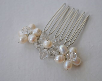 Delicate bridesmaid Ivory freshwater pearl hair comb, Bridal Hair Comb, wedding hair comb, bridal headpiece, wedding comb, pearl hair comb