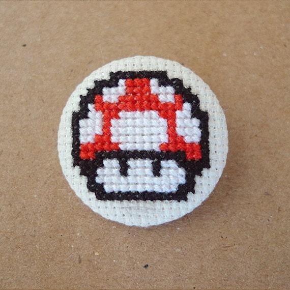 Mario Bros cross stitch 31mm pinback button - Red Mushroom - Embroidered geek brooch