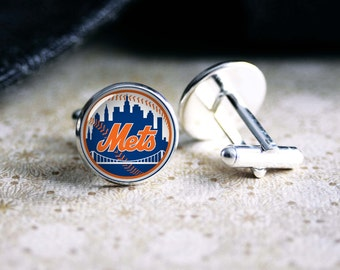 Mets baseball team cufflinks. Gift idea for men, Fathers day, Christmas, prom, wedding cuff links.