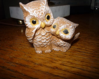Quaint Parent/Baby Owl Figurine