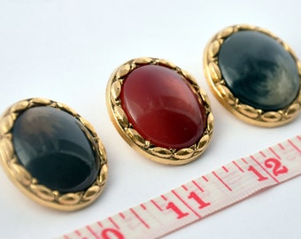 Gold buttons with a central pearl nuanced Red/ Gray/ Brown   acrylic