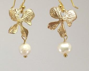 FreshWater pearl earrings 16k gold flowers,