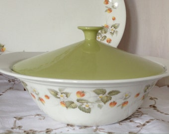 Retro Johnson Bros 'Snowhite' Covered Vegetable Serving Dish/Tureen/Casserole. Gorgeous Green Lid and Wild Strawberries Pattern.1950/60s