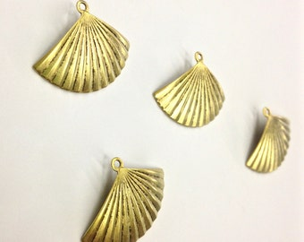 5 Pieces Antique Gold Plated Brass Fan Pendants, 19x25mm