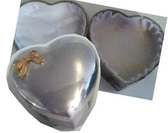 Vintage Silver Tone HEART SHAPED Trinket Box with Gold Tone Bow on Lid. Jewelry Box