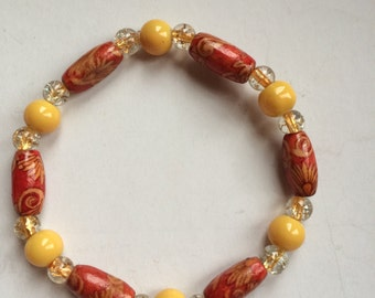 glass and wooden bead stretch bracelet
