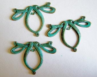 Patina Bow Pendant, antiqued brass pendant, Steampunk, 31x21mm, 1 each, D638