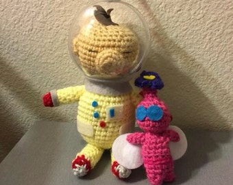Crochet Amigurumi Olimar with Pikmin from Super Smash Bros and Pikmin