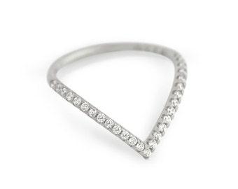 Chevron ring. Sterling silver V ring. Silver chevron ring. Gold CZ chevron ring. Rose gold chevron ring. V ring. Celebrity ring. Jewelry.