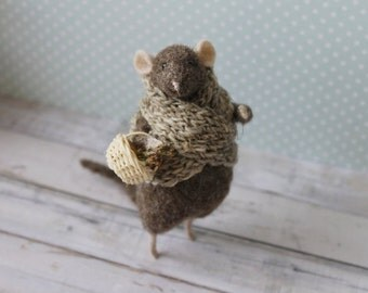 Needle Felted Animal, Brown Felted Mouse, Brown Mouse, Mouse With basket