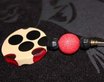 Black, Tan and Red Hat Pin