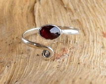 Silver Toe Ring, Adjusable Toe Ring, Garnet  Toe Ring, Foot Accessories, Foot Ring, Stone Toe Ring, Band Toe , Foot Jewelry