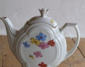 """Art Deco Czechoslovakian """"Victoria"""" Tea Pot."""