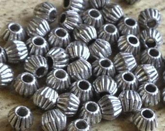 100 perles toupies décorées style argent tibétain dimensions 4 mm