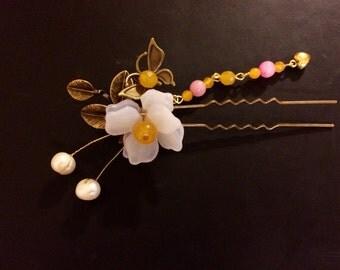 Small White Flower Hair Pin
