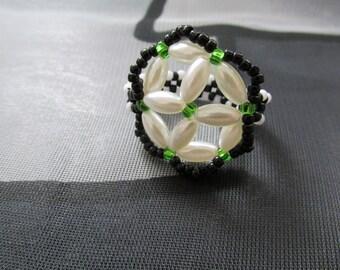 Handmade emerald green pearl, black&white beaded ring