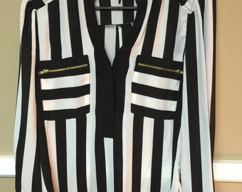 Black and White Striped Long Sleeve w/ Front Pockets