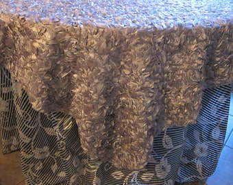 Platinum/Mauve or Ivory, Cleopatra-lace backed Table Overlay