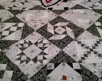 Black and White King Quilt w/2 Pillow Shams