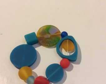 Blue yellow red resin bead stretch bracelet