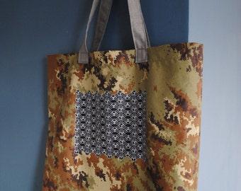 Waterproof Camouflage Tote Bag .