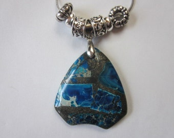 Multi colored blue rock neklace with silver chain and beads