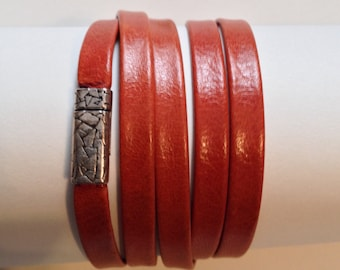 5x's Wrap Bracelet in Two-sided Leather