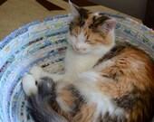 Cuddly cat snuggle bed - Light Blue